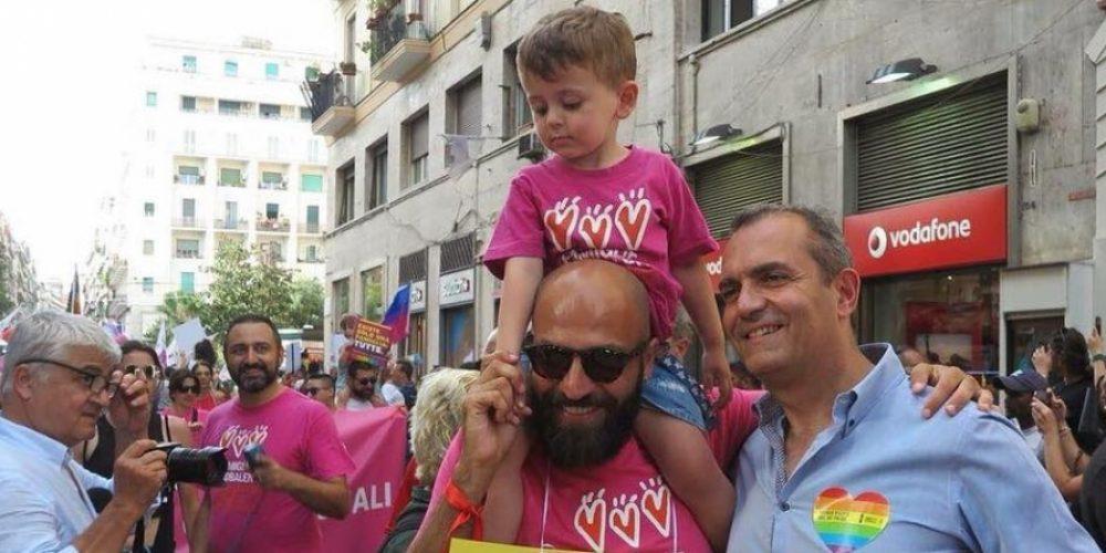 Gay: Comune Napoli registra secondo genitore per 11 bimbi